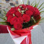 buchet-cu-25-trandafiri-rosii-si-eucalipt_3076_1_1554287998.jpg