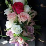 lumanare-botez-cu-trandafiri-si-eustoma_3141_1_1554655452.jpg