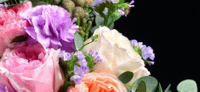 Culoare, de ce ar trebui să surprinzi pe cineva cu flori în diverse nuanțe?