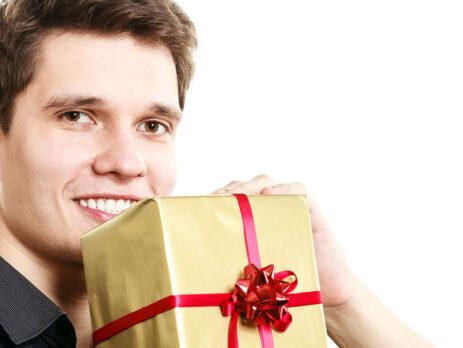 Bărbați, 6 cele mai reușite cadouri ce pot fi oferite la o aniversare